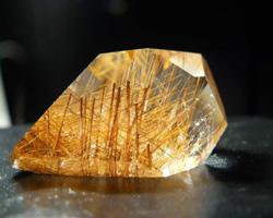волосатик - камень любви